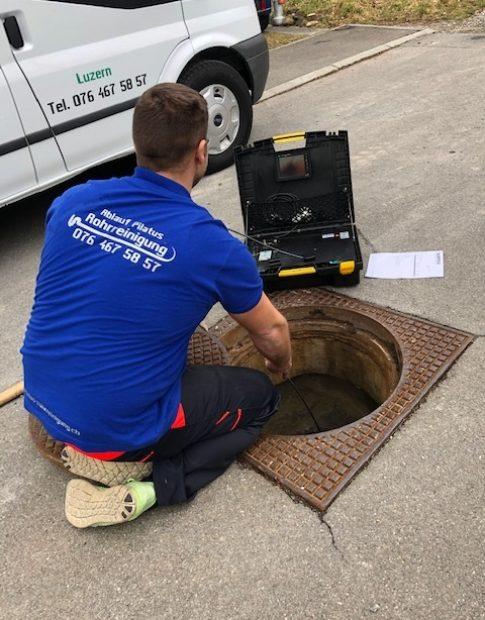 Abwasserkanalreinigung mit Ablauf Pilatus Rohrreinigung GmbH