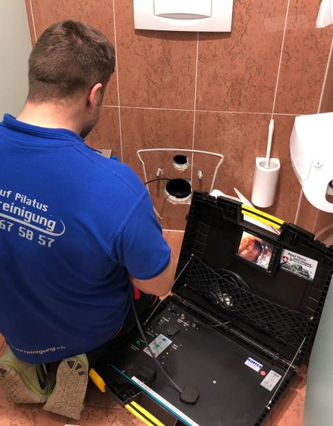 Toilettenverstopfung mit der Ablauf Pilatus Rohrreinung GmbH gelöst